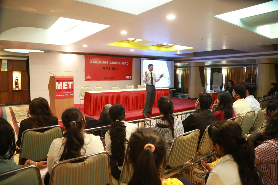 Guest-speaker-at-MMS-Aarohan-2015--MET-Institute-of-Management-2